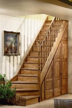Brede houten trap